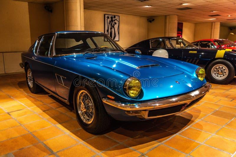 FONTVIEILLE, MONACO - JUIN 2017 : MISTRAL 4 1968 de MASERATI bleu po photographie stock