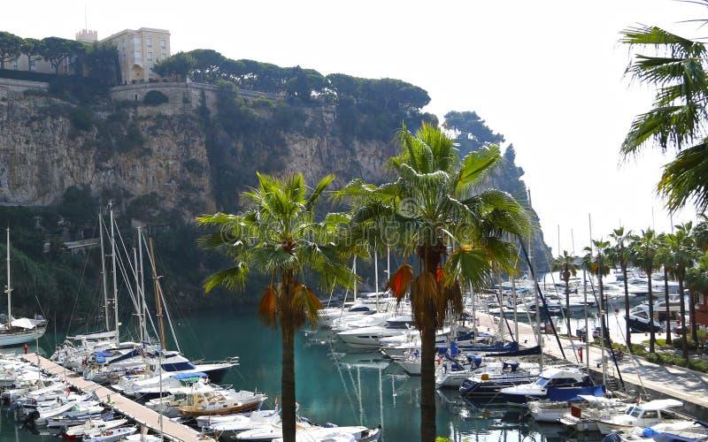 Fontvieille, Monaco - 13 juin 2014 : petit Port de Fontvieille pittoresque photos libres de droits