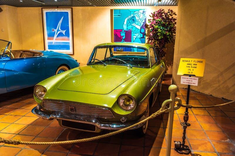 FONTVIEILLE, MONACO - JUIN 2017 : RENAULT FLORIDE vert R 1092 1959 dans le musée de collection de voitures de dessus du Monaco photos libres de droits