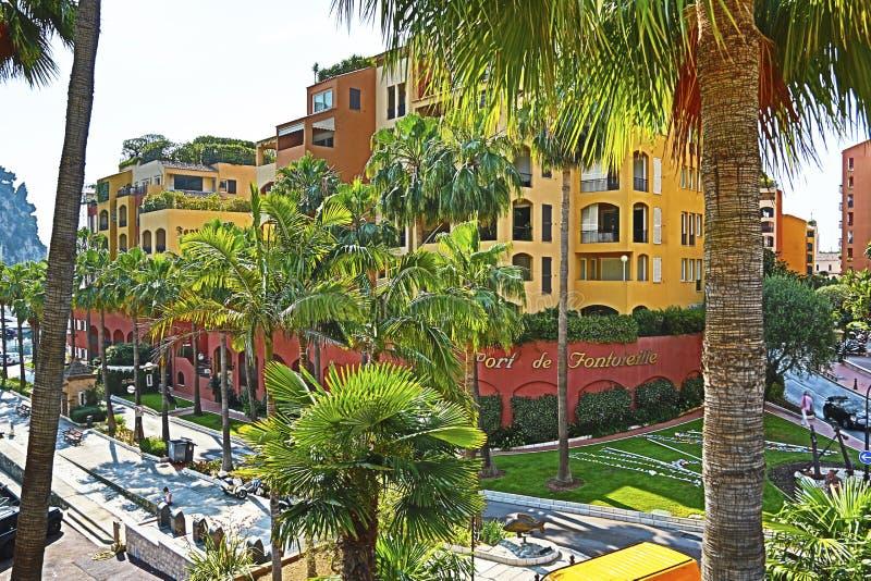 Fontvieille, Monaco - Juni 13, 2014: kleine schilderachtige Port DE Fontvieille royalty-vrije stock foto's