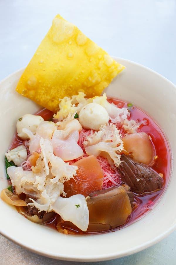 Foo de tau de Yong de fruits de mer (nouilles de riz avec le fishball) images libres de droits