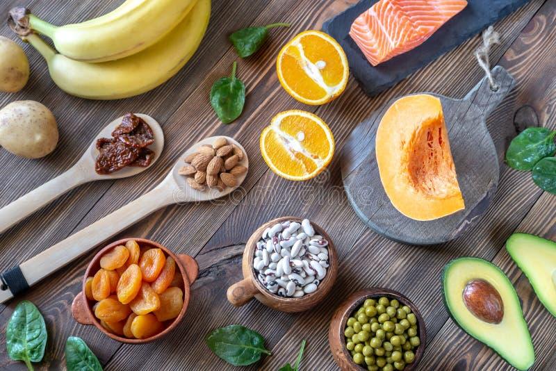 Foods som är höga i kalium royaltyfria bilder