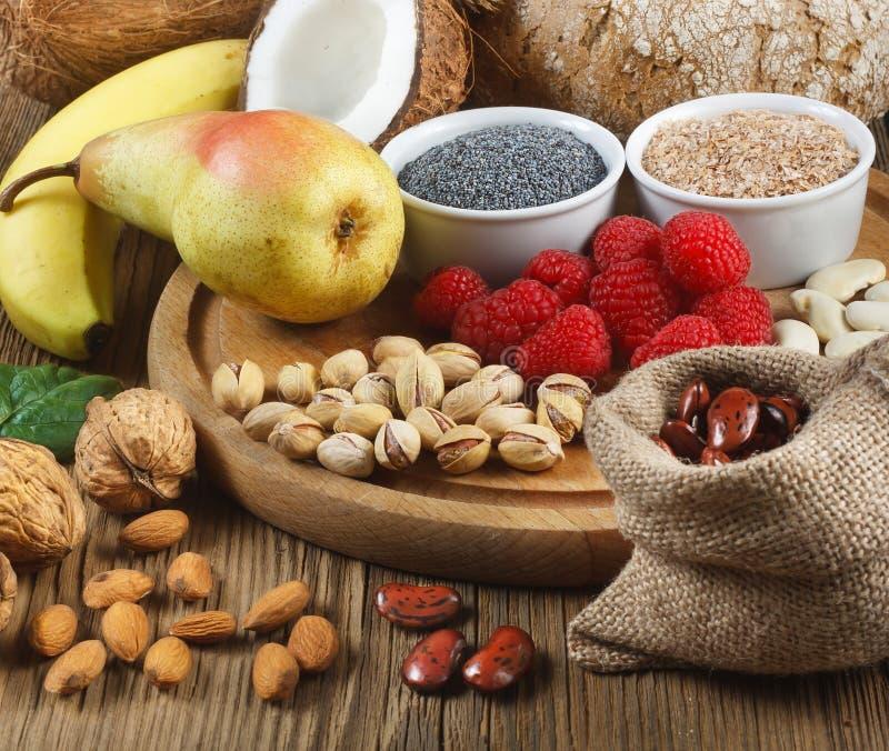 Foods som är rika i fiber royaltyfri bild