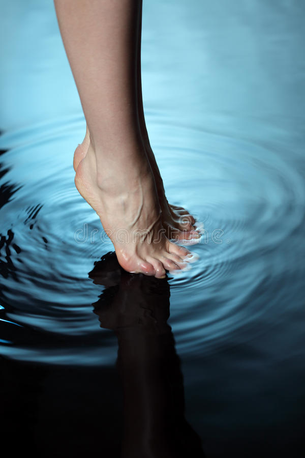Free Foot In Water Royalty Free Stock Photos - 19436038