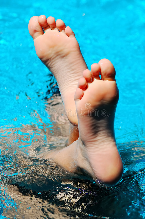 Free Foot In Water Royalty Free Stock Photography - 2735867