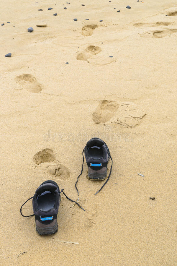 Free Foot Prints In The Sand Royalty Free Stock Images - 68403769