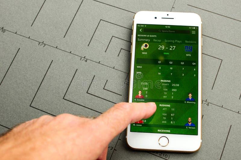 Footbal amerikan för resultat för skärm för IPhone 7 sportställning arkivbilder