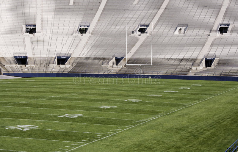 Footbal Stadionfeld lizenzfreie stockfotografie