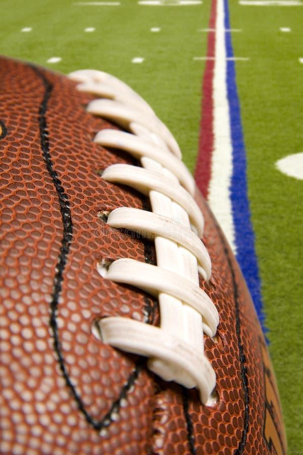 Football américain au-dessus du fie photos stock