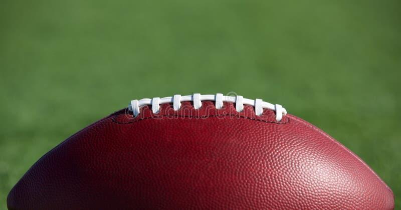 Football américain avec la pièce pour la copie photos stock