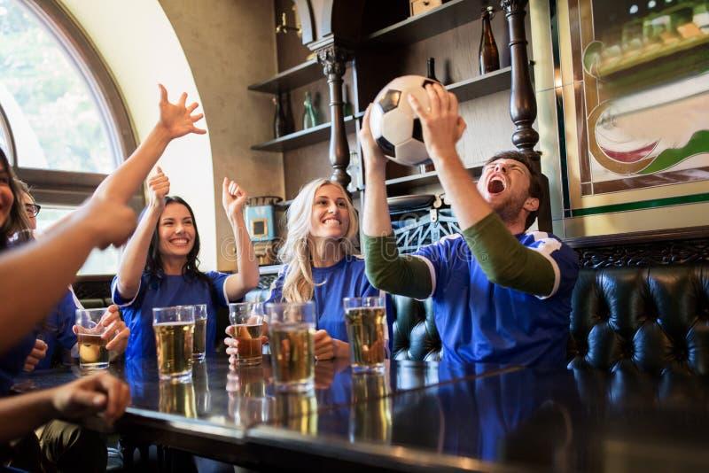 [Image: football-fans-friends-beer-sport-bar-peo...260146.jpg]
