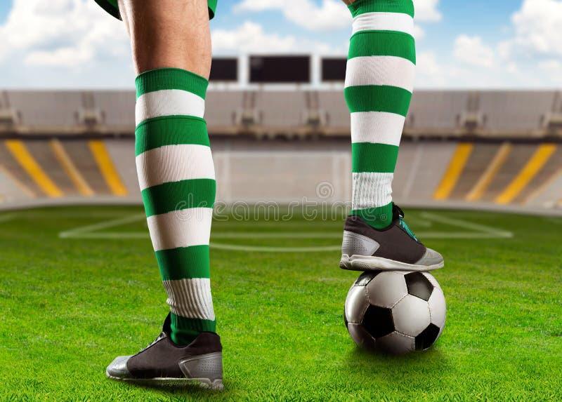 Football-joueur sur l'au sol de football photo libre de droits