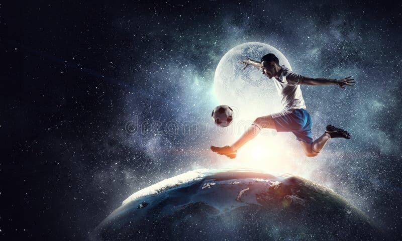 Footballeur dans l'action Media mélangé illustration stock