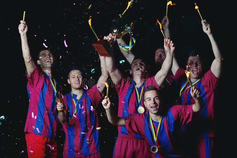 Footballeurs célébrant la victoire photo stock