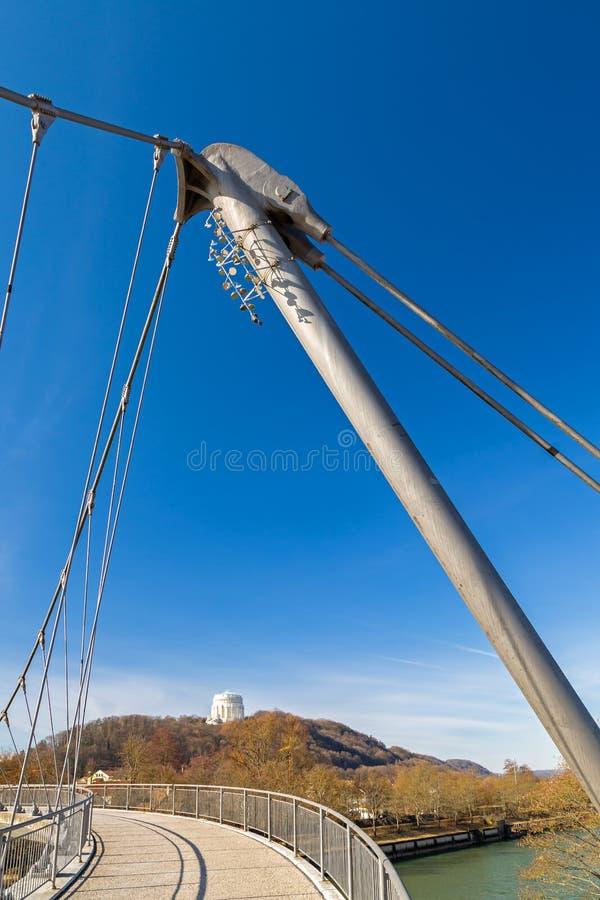 Footbridge над рекой Altmuehl в Kelheim стоковое изображение rf