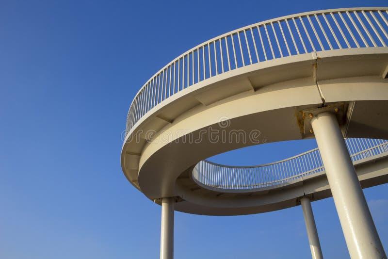Footbridge przy morzem, Essex, Anglia zdjęcie stock