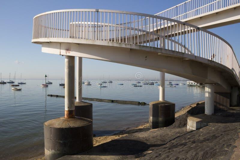 Footbridge przy morzem, Essex, Anglia fotografia stock