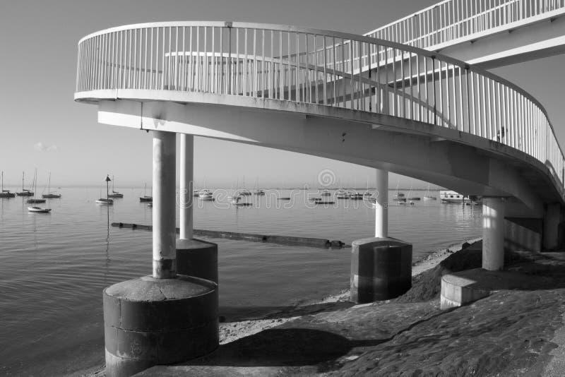 Footbridge przy morzem, Essex, Anglia obrazy stock