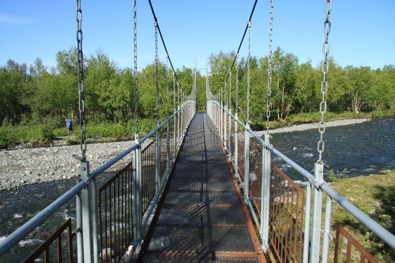 Footbridge w górach obraz stock