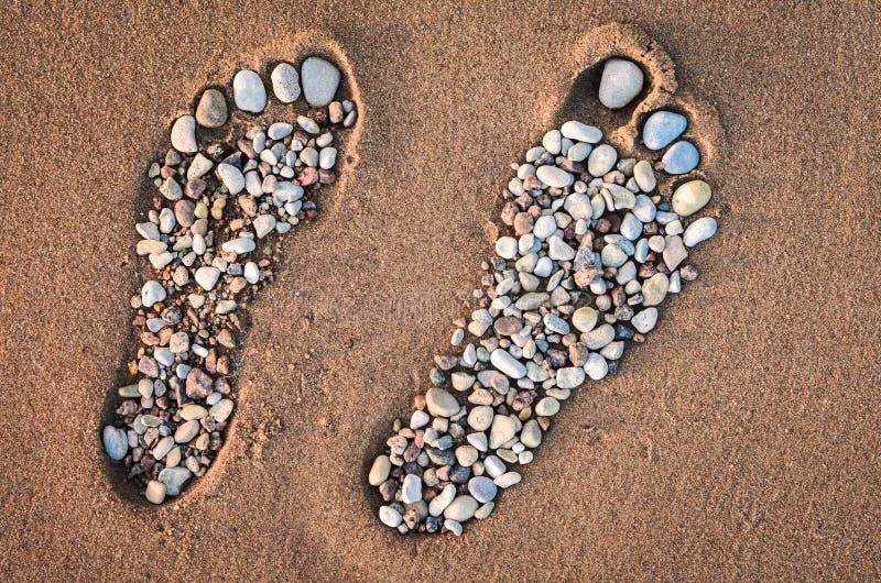 Footmarks na piaskowatej plaży zdjęcia royalty free