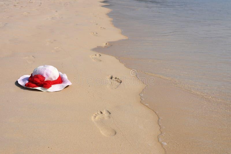Footmarks na praia foto de stock