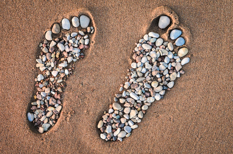 Footmarks op het zandige strand royalty-vrije stock foto's