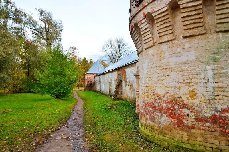 Footpath blisko starych ceglanych ramparts Fyodorovsky miasteczka wigilia fotografia royalty free