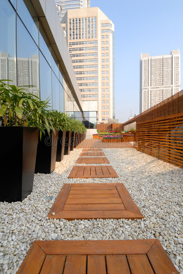 Free Footpath In The Roof-garden Stock Images - 7295044