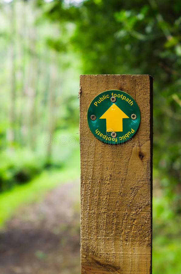 Footpath sign on wooden post royalty free stock photography