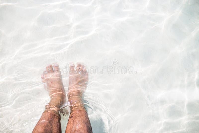 Foots na białym piasku fotografia royalty free