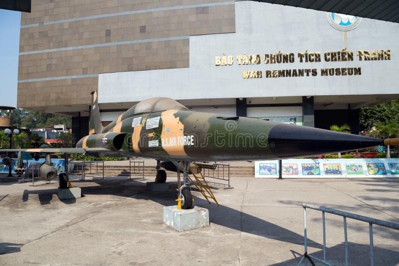 A FORÇA AÉREA de E.U. plana do exército perto do museu dos restos de Saigon capturou o dur imagem de stock