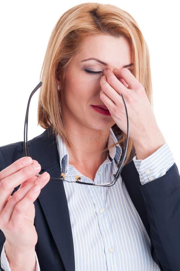 Forçado ou cansado da mulher de negócio da leitura foto de stock royalty free
