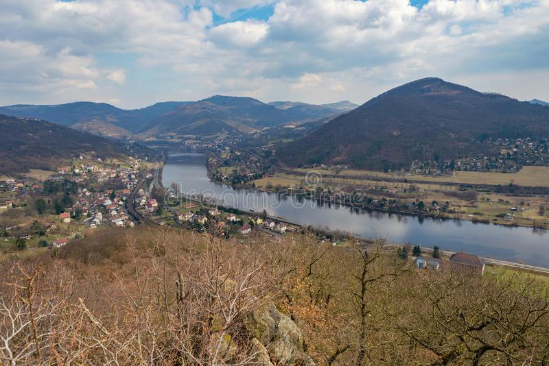 Forêt de collines de montagne de vallwey de Porta Bohemica Labe l'Elbe photographie stock libre de droits