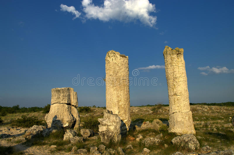 Forêt de pierre de phénomène de nature, kamani de la Bulgarie/Pobiti/ photographie stock