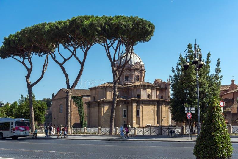 Fora da vista da igreja de Saint Luca e Martina na cidade de Roma, It?lia foto de stock