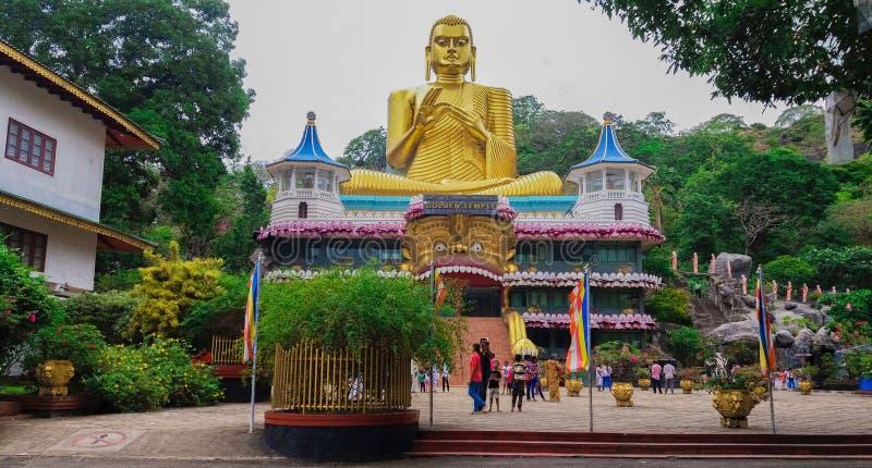 Fora das cavernas Sri Lanka do templo de Dambulla imagens de stock royalty free