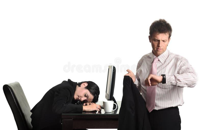 Fora do tempo estipulado trabalhadores no escritório imagens de stock royalty free