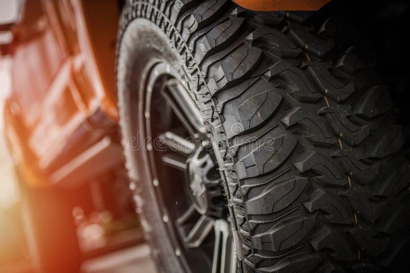 Fora dos pneus do caminhão da estrada imagem de stock