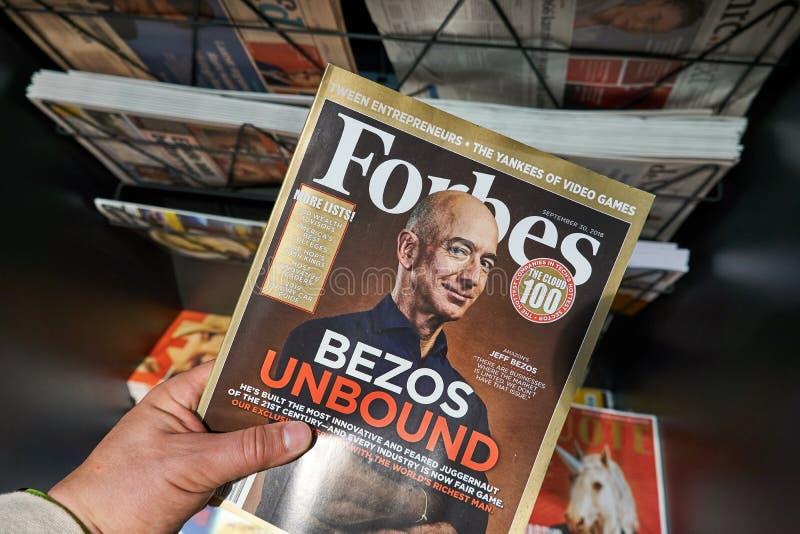 Forbes Magazine con Jeff Bezos fotografia stock libera da diritti