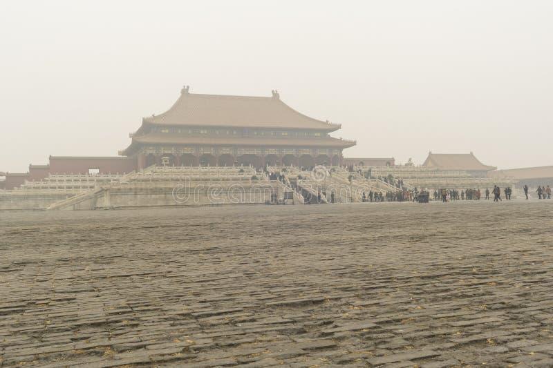 Forbidden City packade in vid den tunga dimman och ogenomskinligheten royaltyfria bilder