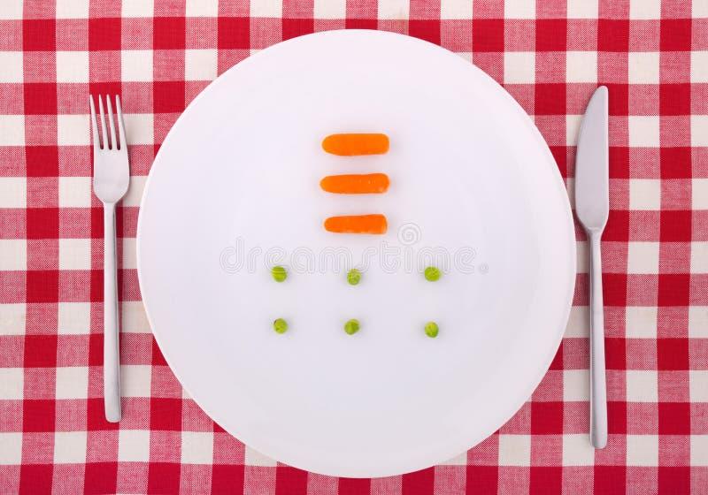 Forcella, lama, piselli e carrotts sulla zolla immagini stock libere da diritti