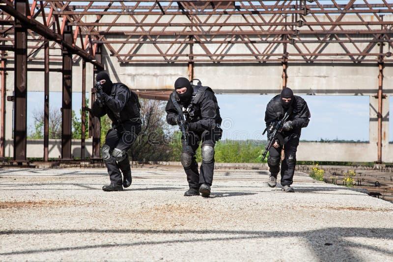 Forces spéciales dans l'action photographie stock