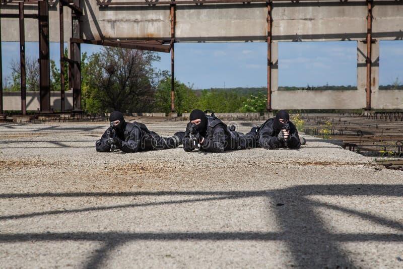 Forces spéciales dans l'action images stock