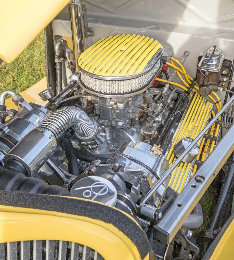 Ford amarillo de 1932 que muestra el compartimento del motor fotografía de archivo libre de regalías