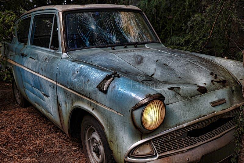 Ford Anglia azul clássico fotos de stock royalty free