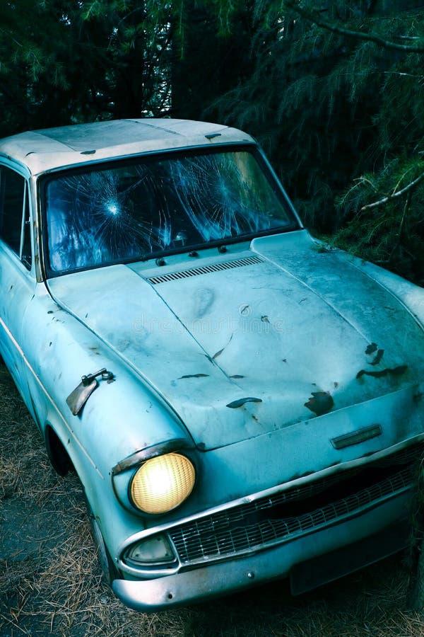 Ford Anglia azul clássico fotos de stock