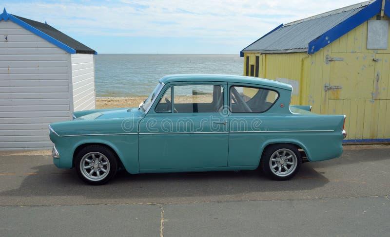 Ford Anglia azul clássico imagem de stock royalty free