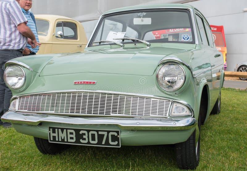 1934 Ford Anglia Car verde fotos de stock