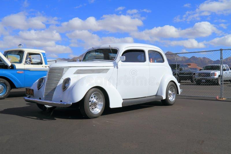 Ford 1937 2DR Hump lizenzfreies stockfoto