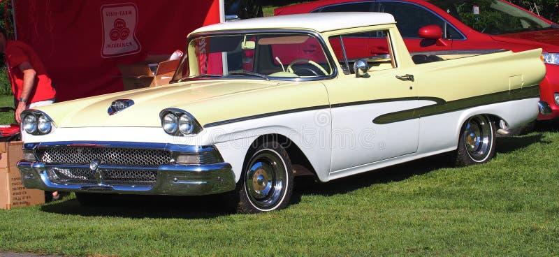 Ford Lowrider Truck clásico restaurado imágenes de archivo libres de regalías